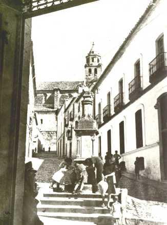 048 Calle Iglesia y Fuente de la Guijarra, desde Aytº Años 20